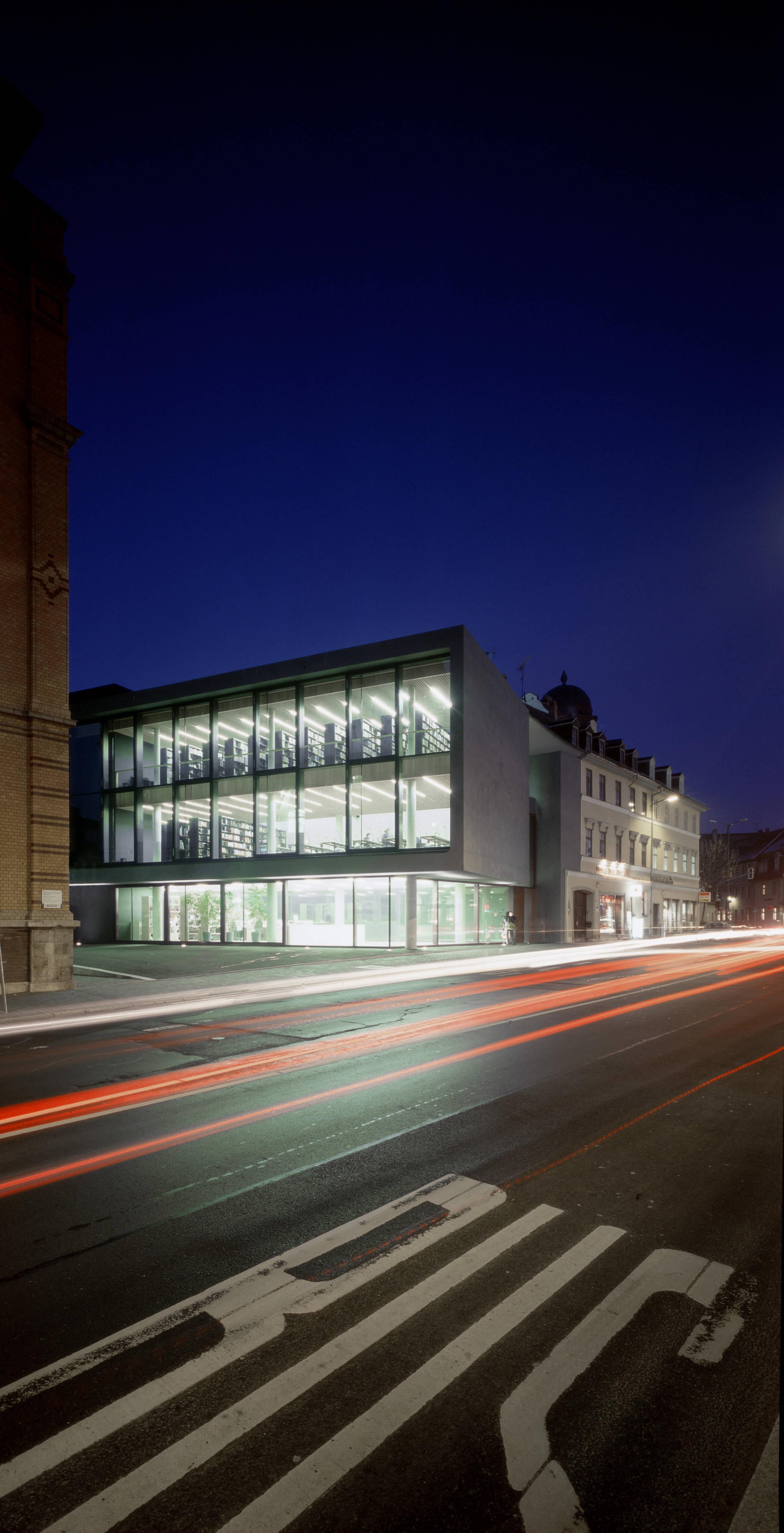 Bauhaus-Universität Weimar, Bibliotheks- und Hörsaalgebäude